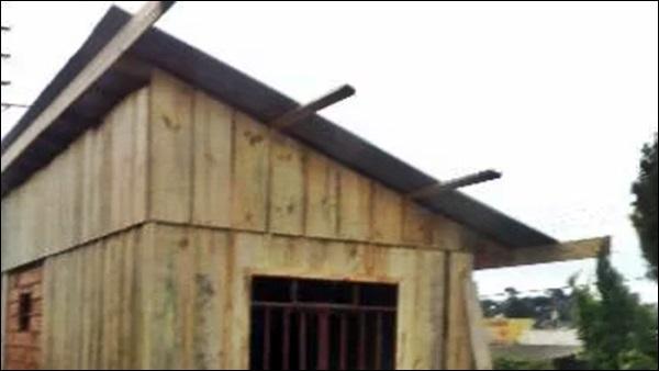oitão casa de madeira