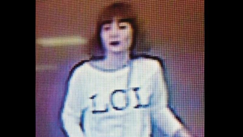 Foto Doan mengenakan kaos 'LOL' dari rekaman CCTV