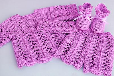 4 - Crochet IMAGEN de Peucos zapatitos o escarpines a conjunto con la chambrita rosa a crochet y ganchillo. MAJOVEL CROCHET