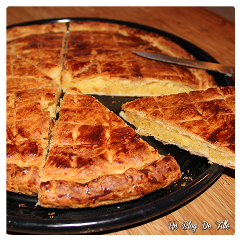 http://unblogdefille.blogspot.com/2012/01/queen-and-king-ma-recette-de-galette.html