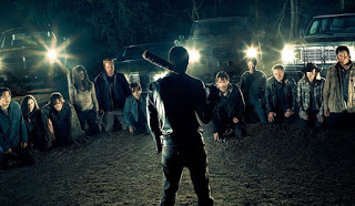 the walking dead: comparacion de la muerte de una victima de negan con el comic