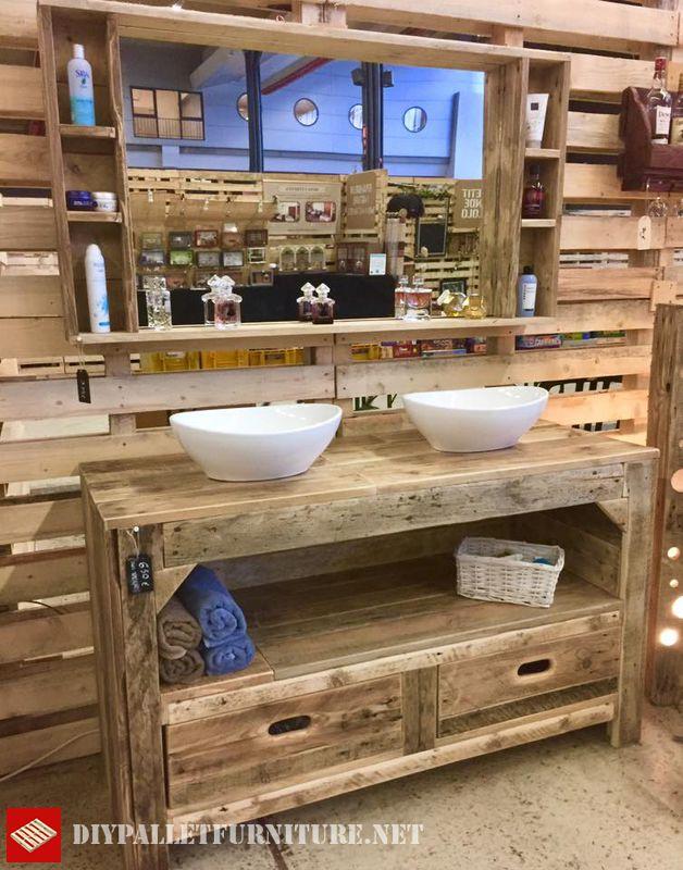 Encimera de ban o y espejo con palets for Muebles de bano hechos con palets