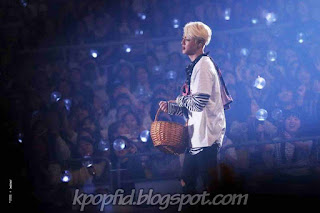 Foto Keren Jin BTS saat konser di panggung