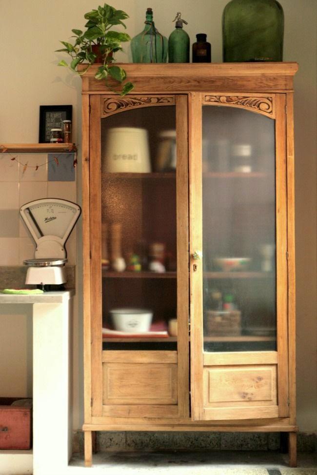 El rinc n vintage de karmela vitrinas ese escaparate multifunci n - Como decorar una vitrina ...