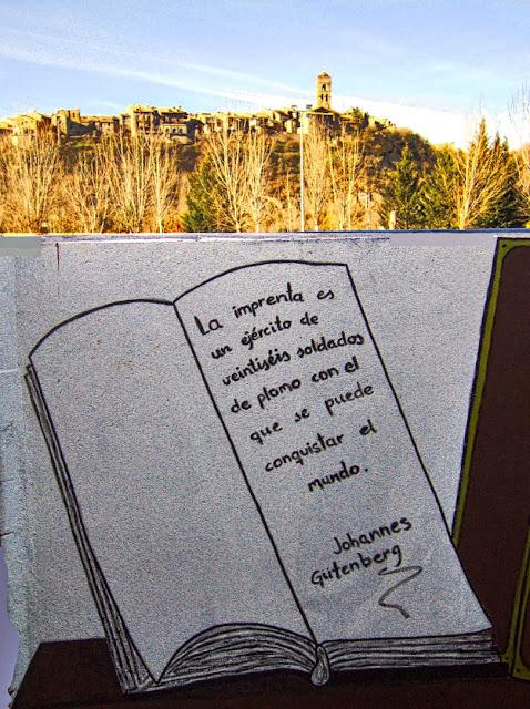 Inscripción en el muro de la biblioteca