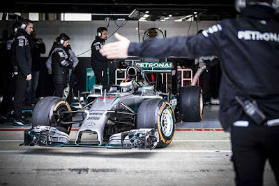Komentar Lorenzo Usai Jajal Mobil F1 Mercedes