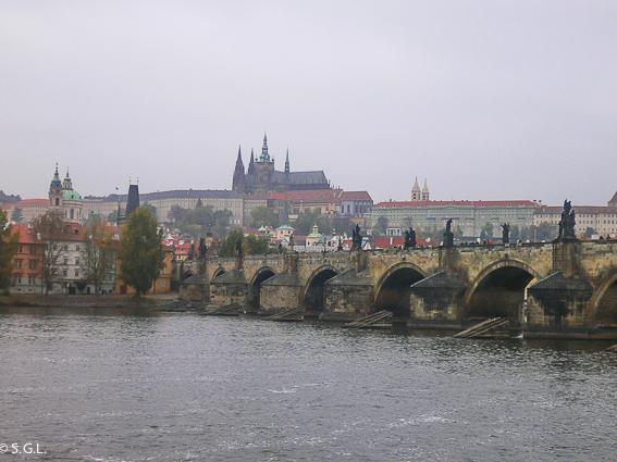 El puente de Carlos y el castillo de Praga