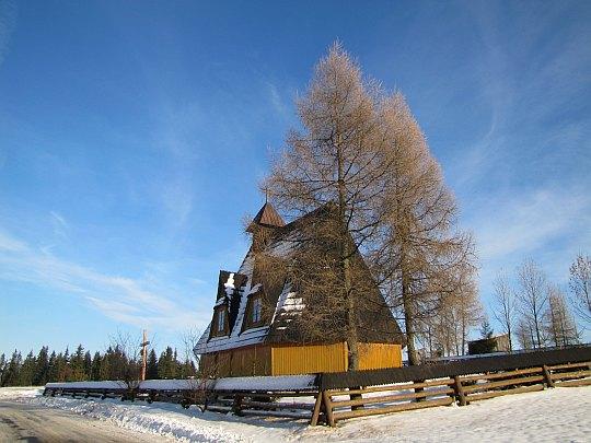 Drewniany kościółek w Furmanowej.