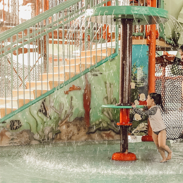 little girl splashing at the fallsview waterpark
