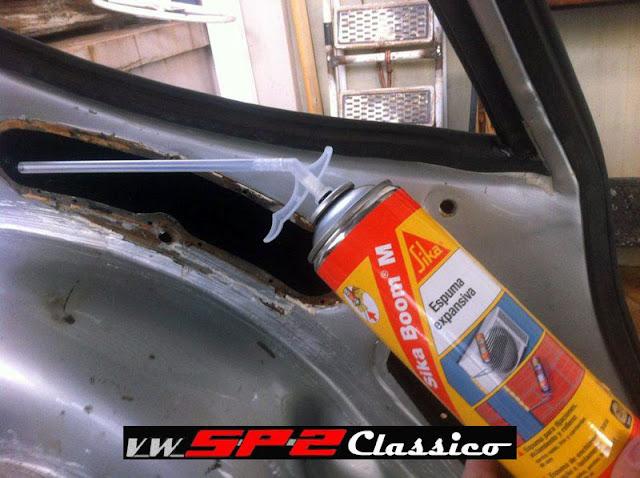 Aplicando espuma expansiva no VW SP2 - 04