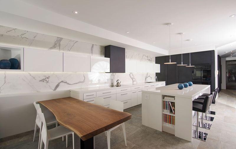Divertida Y Practica Asi Es La Cocina Moderna Cocinas Con - Cocinas-blancas-con-isla