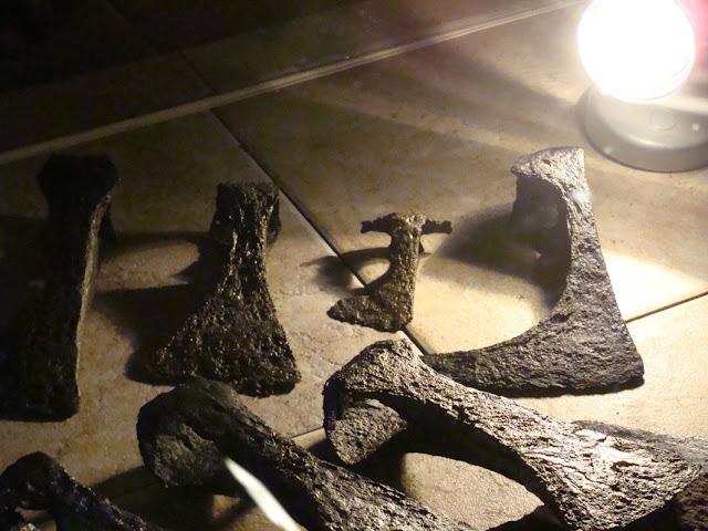 zabytki wczesnośredniowieczne z grodu i cmentarzyska w Gieczu - topory