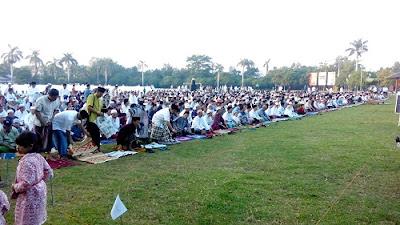 Sholat Idul Fitri, Ribuan Jamaah Penuhi Lapangan Mataram