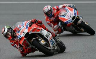 Lorenzo vs Andrea Dovizioso