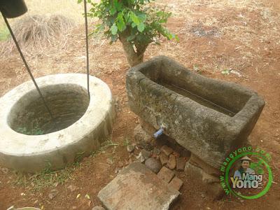 FOTO 1 :   Solusi mengatasi bak mandi cepat rusak dan sering hilang   ganti dengan bak mandi batu saja ... Hehehe