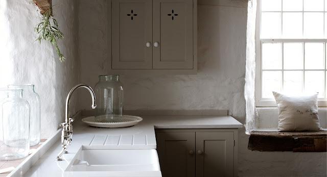 Devol-kitchen-farmhouse-silestone-quartz-lagoon-farmhouse