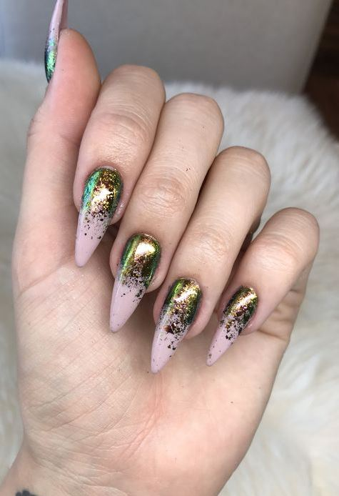 NAIL ART DECORATION WITH RHINESTONES AND GLITTER
