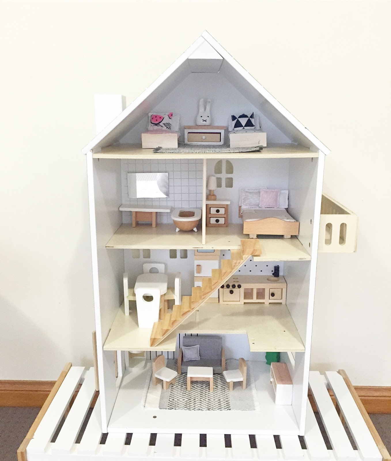Modern Dollhouse DIY: Kmart Dollhouse Hack