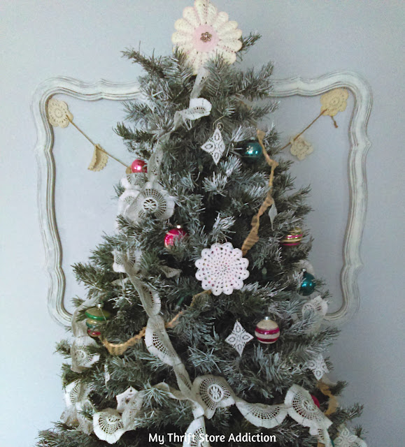 DIY lace garland and no sew Christmas tree skirt tutorial