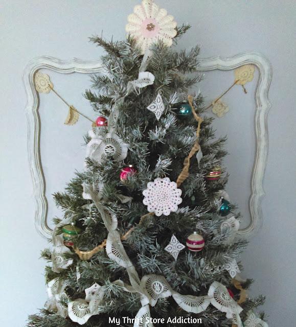 DIY lace garland and no sew Christmas tree skirt tutorial