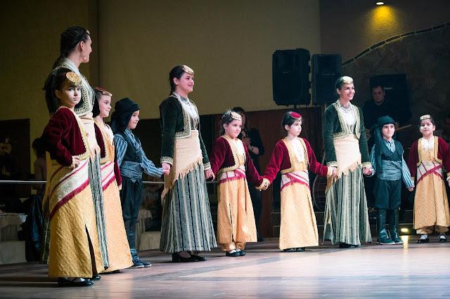 Σε μια πολύ όμορφη βραδιά, παρέα με εκατοντάδες φίλους, εξελίχθηκε η χειμερινή εκδήλωση του πολιτιστικού συλλόγου «Η Μίεζα». Το Σάββατο 10 Δεκεμβρίου 2016 το κτήμα «Γκαντίδη» γέμισε με ήχους από Πόντο, Μακεδονία και Κρήτη. Κατά τη διάρκεια της εκδήλωσης τα χορευτικά συγκροτήματα του συλλόγου κέρδισαν το θερμό χειροκρότημα των παρευρισκομένων με την εξαιρετική παρουσία και την χορευτική επιδεξιότητα τους κάνοντας πραγματικά υπερήφανους τόσο τους γονείς, όσο και το Διοικητικό Συμβούλιο του συλλόγου. Φυσικά πίσω από αυτήν την πετυχημένη παρουσίαση κρύβονται οι αφανείς ήρωες, οι χοροδιδάσκαλοι του συλλόγου κα. Μαρία Πανακάκη (κρητικά), κ. Βασίλης Ασβεστάς (ποντιακά) και κ. Χρήστος Δημητρούσης (μακεδονικά).