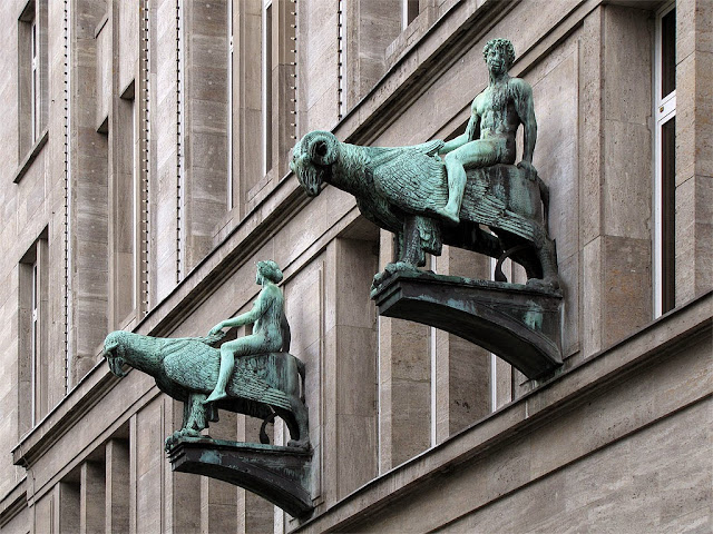 Sculpture on KaDeWe building, Kaufhaus des Westens, Berlin