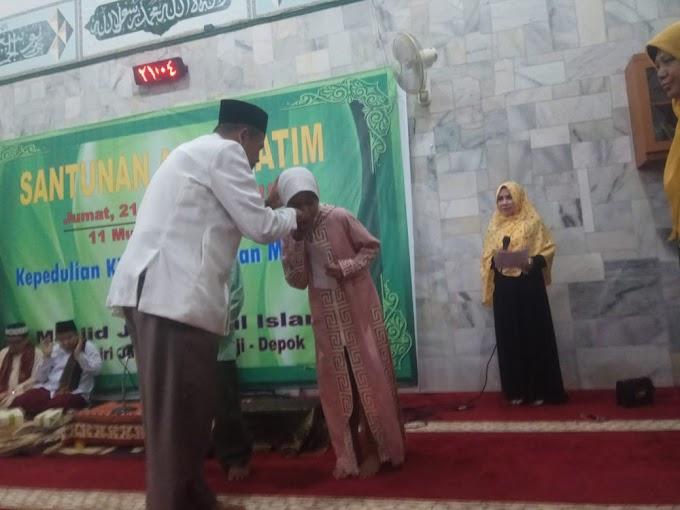 Peringati 10 Muharam, Masjid Nurul Islam Santuni Anak Yatim