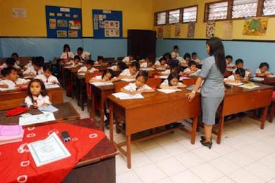 Bulan Depan Guru Cukup Mengajar 5 Hari Sepekan