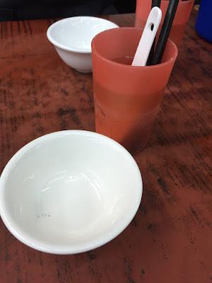 香港:食器洗浄中