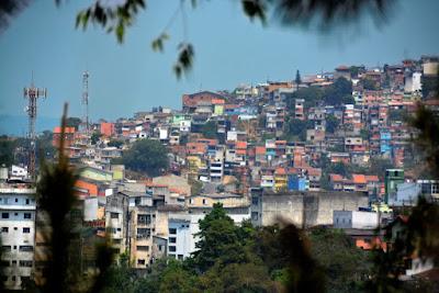Vereadores de Cotia aprovam lei que permite regularização de áreas invadidas