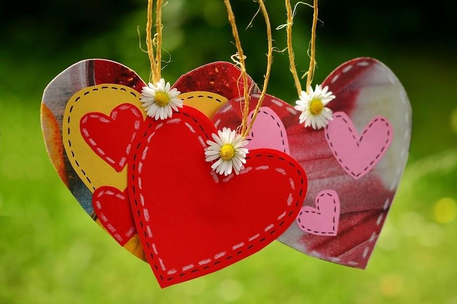 Corações de papel pendurados