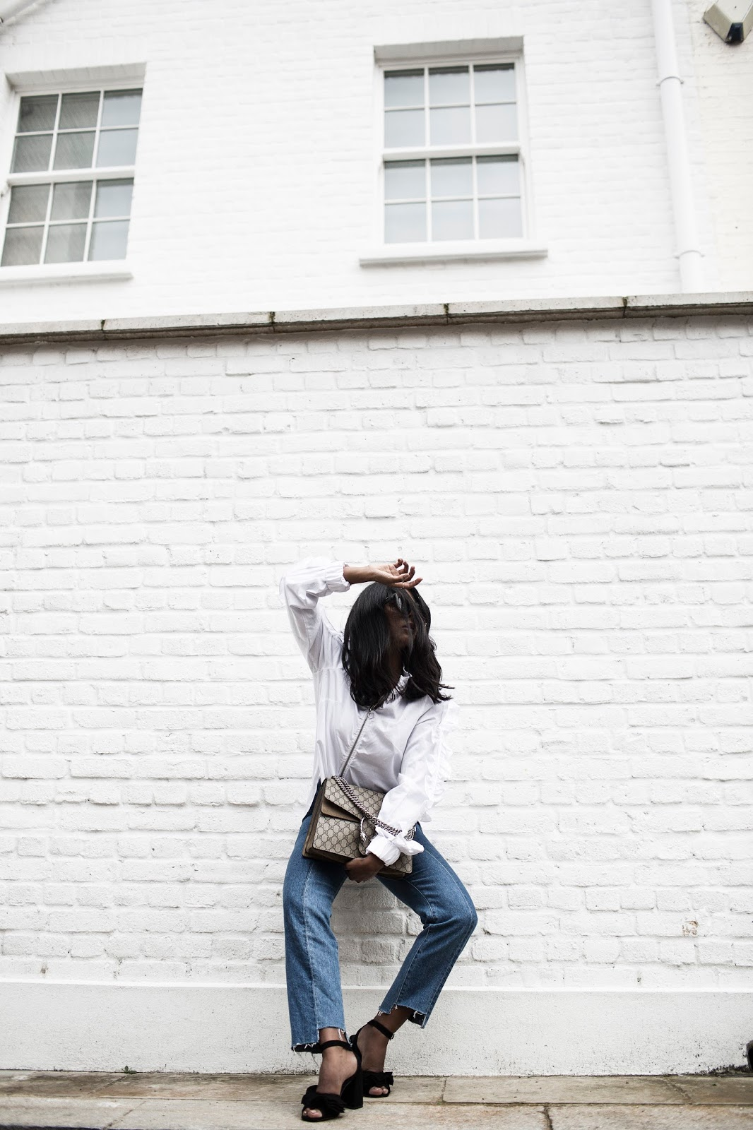 JEANS AND A WHITE SHIRT – THE BLOGGER WAY