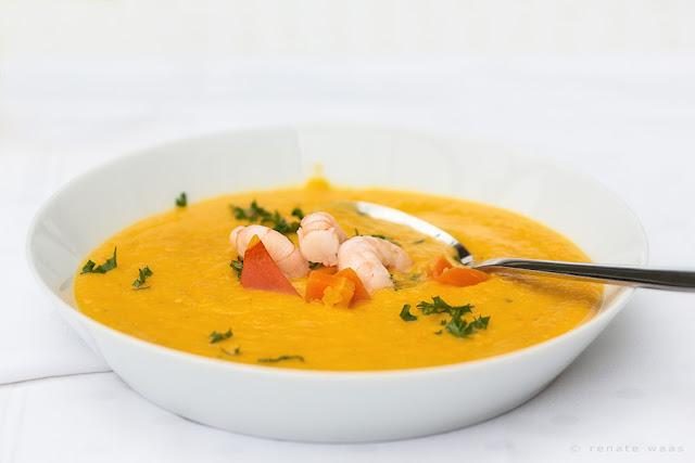 Einfach, schnell und lecker - Kürbissuppe - Kürbis, Möhren (oder  Karotten), Ingwer, Gewürze und evlt. Shrimp