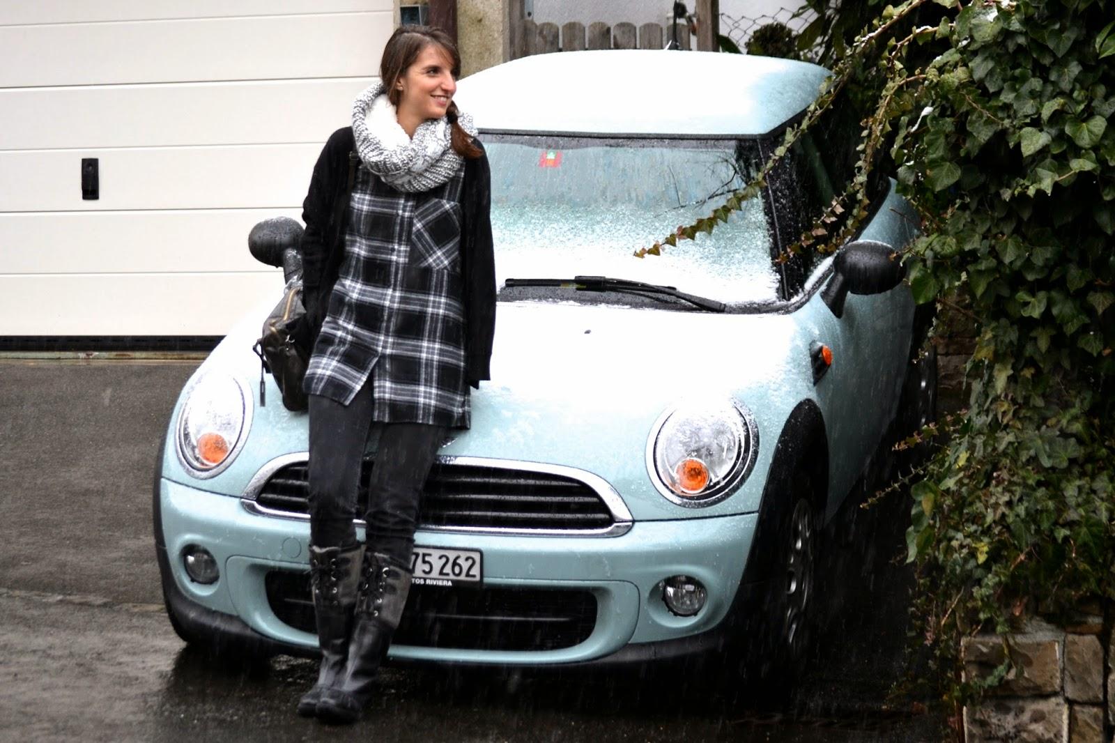 look de invierno con camisa de Zara y botas UGG