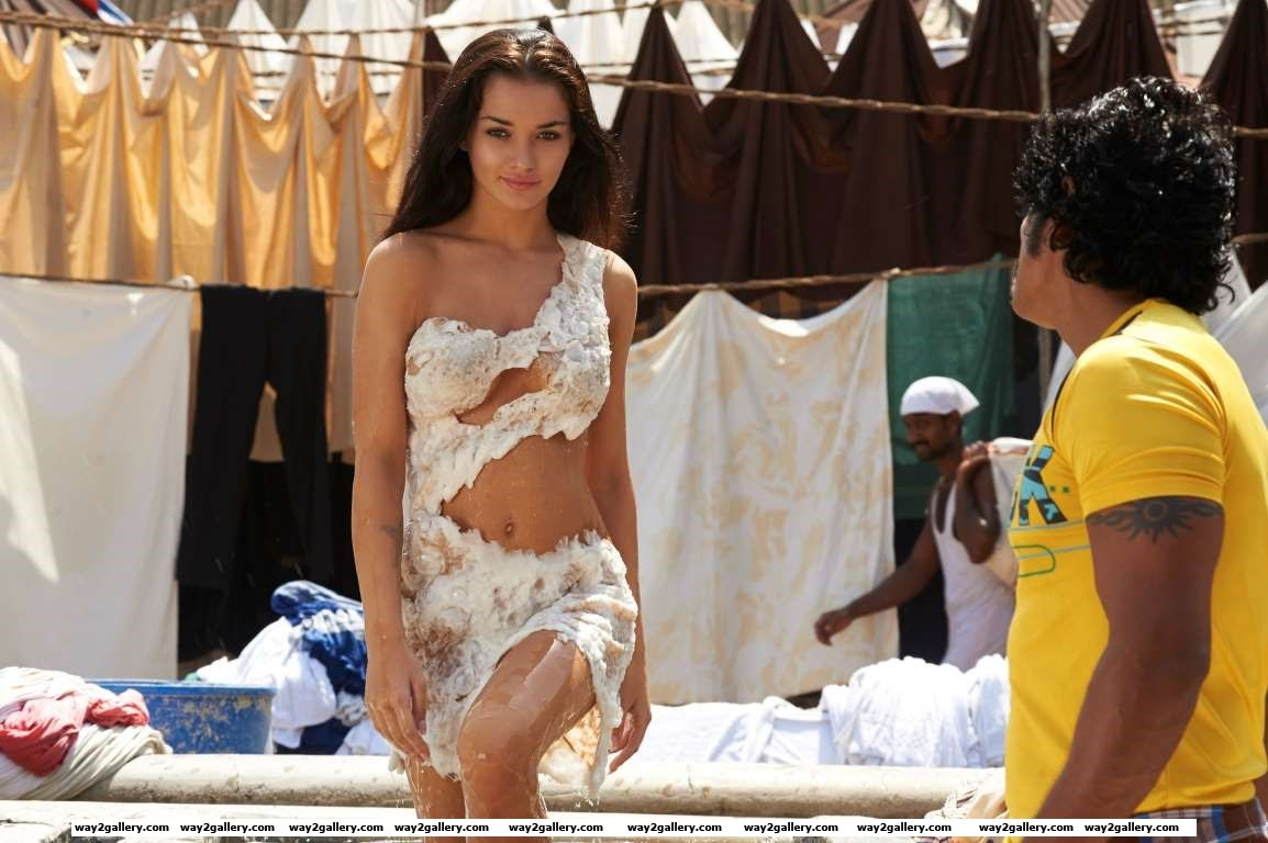 The British model has gone completely desi now Amy Jackson who made audiences sit up and take notice after her debut in the period drama Madrasapattinam has made a niche for herself in South Indian films