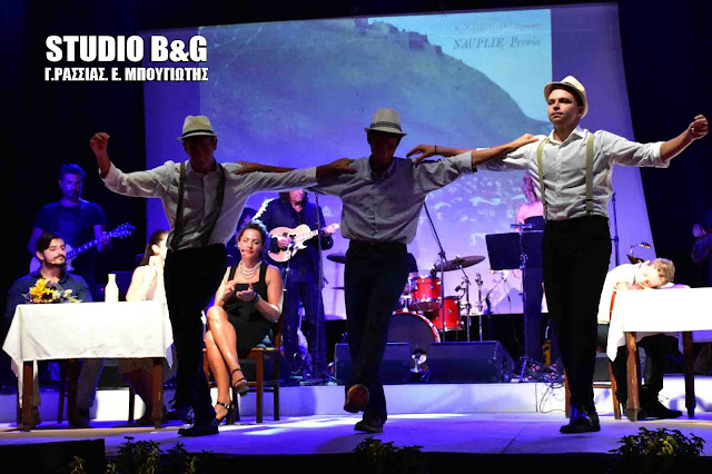 Εξαιρετική η μουσικοθεατρική παράσταση για τον Μανώλη Χιώτη στο Ναύπλιο (βίντεο)