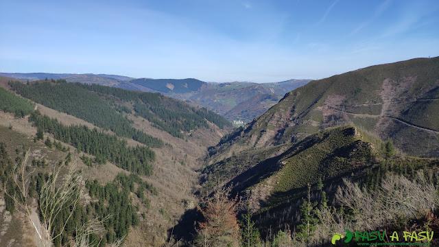 Valle de Faxeirúa desde las inmediaciones de Brañasín