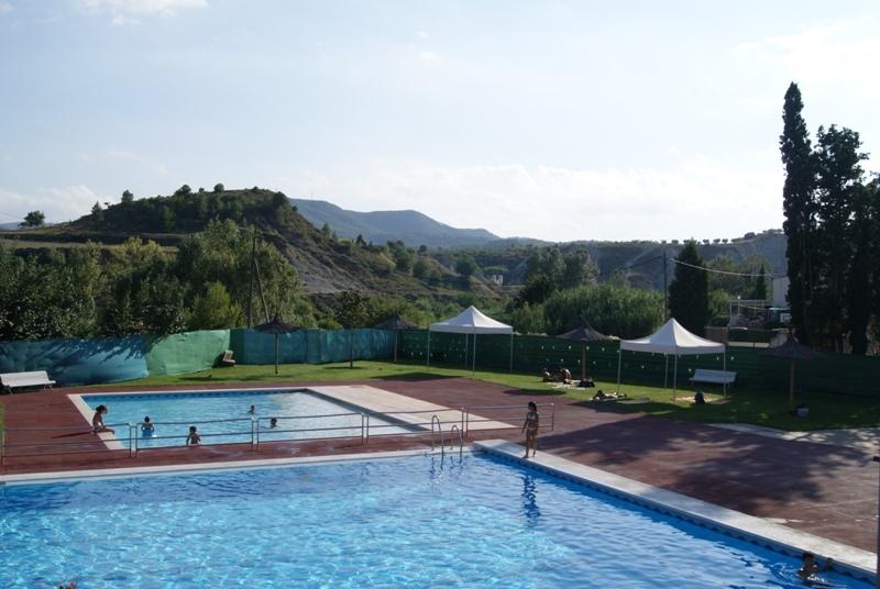 Mil matices de gris de cuando fui a una piscina municipal for Piscinas trobajo del camino