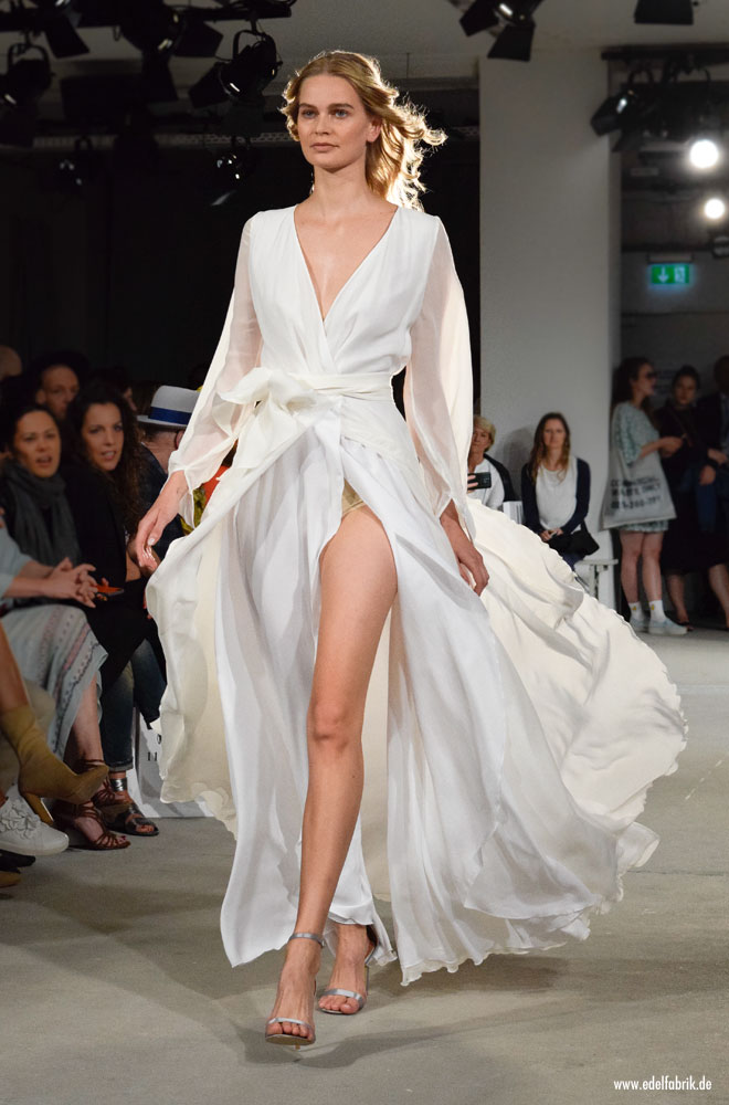 Ewa Herzog Kollektion / Spring Summer 2018, langes Kleid in Weiß, Seide, Seidenchiffon
