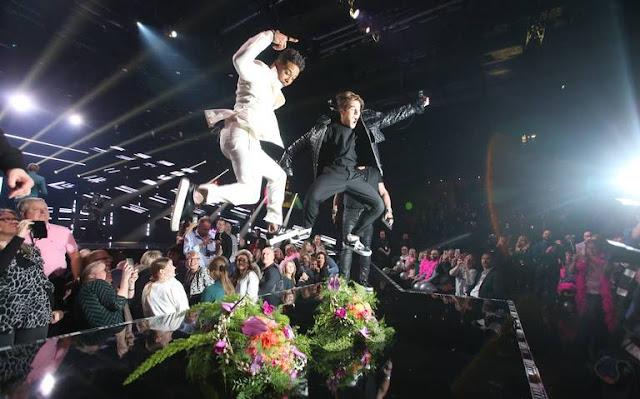 John Lundvik y Benjamin Ingrosso tras ganar la primera semifinal del Melodifestivalen 2018