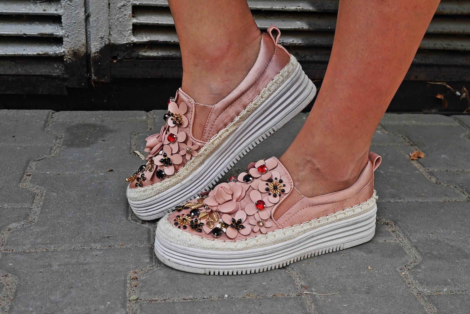 Różowe buty slip on renee kwiaty3d karyn blog modowy