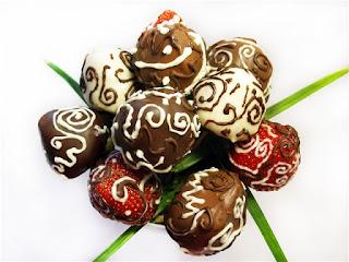 клубника, клубника рецепты, десерты из клубники, самые вкусные клубничные десерты, что можно сделать из клубники, ягодный десерт, клубника в глазури, десерт из свежих ягод, рецепты из клубники, клубника в шоколаде в домашних условиях, клубника в шоколаде на подарок, букет из клубники, букет из ягод, подарки на 5 марта, подарки на день влюбленных, ягоды в шоколаде, клубника в шоколаде мастер класс, как делать клубнику в шоколаде на продажу, клубника в шоколаде в домашних условиях, букет из клубники в шоколаде, торт клубника в шоколаде, клубника сладкоежка, фрукты в шоколаде, Варенье «Клубника в шоколаде», Как приготовить клубнику в шоколаде, Клубника в белом шоколаде и кокосовой стружке, Клубника в белом шоколаде и темных шоколадных чипсах, Клубника в глазури для романтического свидания, Клубника в розовом шоколаде на шпажках, Клубника в смокинге, Клубника в темном шоколаде, Клубника в шоколаде, Клубника в шоколаде «Божьи коровки» на День, Влюбленных, Клубника в шоколаде и хрустящем арахисе, Клубника в шоколаде на Хэллоуин,, Клубника в шоколаде с карамельными фигурками, Клубника в шоколаде Санта-Клаус, Клубника в шоколадном корсете, Клубника в шоколадных лодочках, Клубничные букеты — идеи, Клубничный шоколадный букет, Красивое оформление клубники в шоколаде, «Мраморная» клубника, «Услада для романтиков» — клубника в глазури, «Шляпа ведьмы» — клубника в шоколаде, Шоколадно-клубничные сердечки,клубника, клубника в шоколаде, шоколад, глазурь, ягоды, десерты ягодные, десерты клубничные, ягоды в глазури, десерты, сладости, глазурь шоколадная, блюда из клубники букеты клубничные, букет из клубники. букет ягодный, букет фруктовый, праздничный столhttp://prazdnichnymir.ru/ Клубничный шоколадный букет