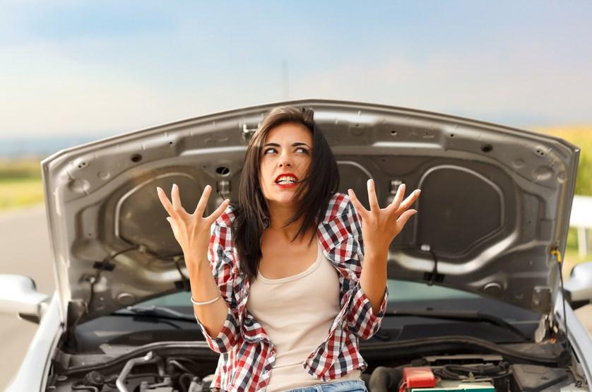 cewek cantik naik mobil marah marah karena mobil rusak