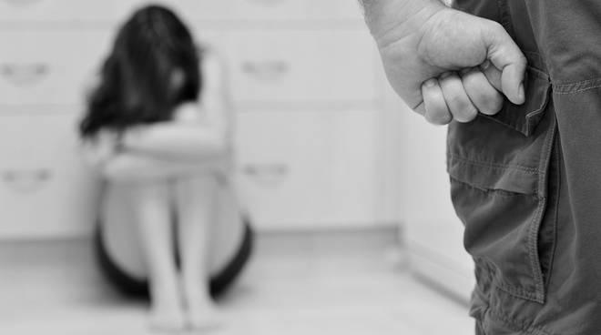 Salento, dall'ennesima storia di violenza padre/figlia nasce una bambina. Denunciato l'uomo