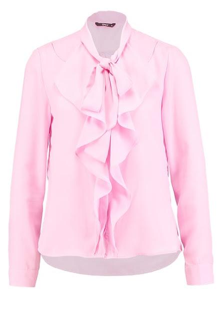 camicia rosa con ruches