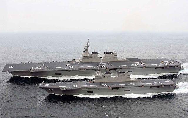 Porta helicópteros-destroieres japoneses Izumo e Hyuga em manobras.