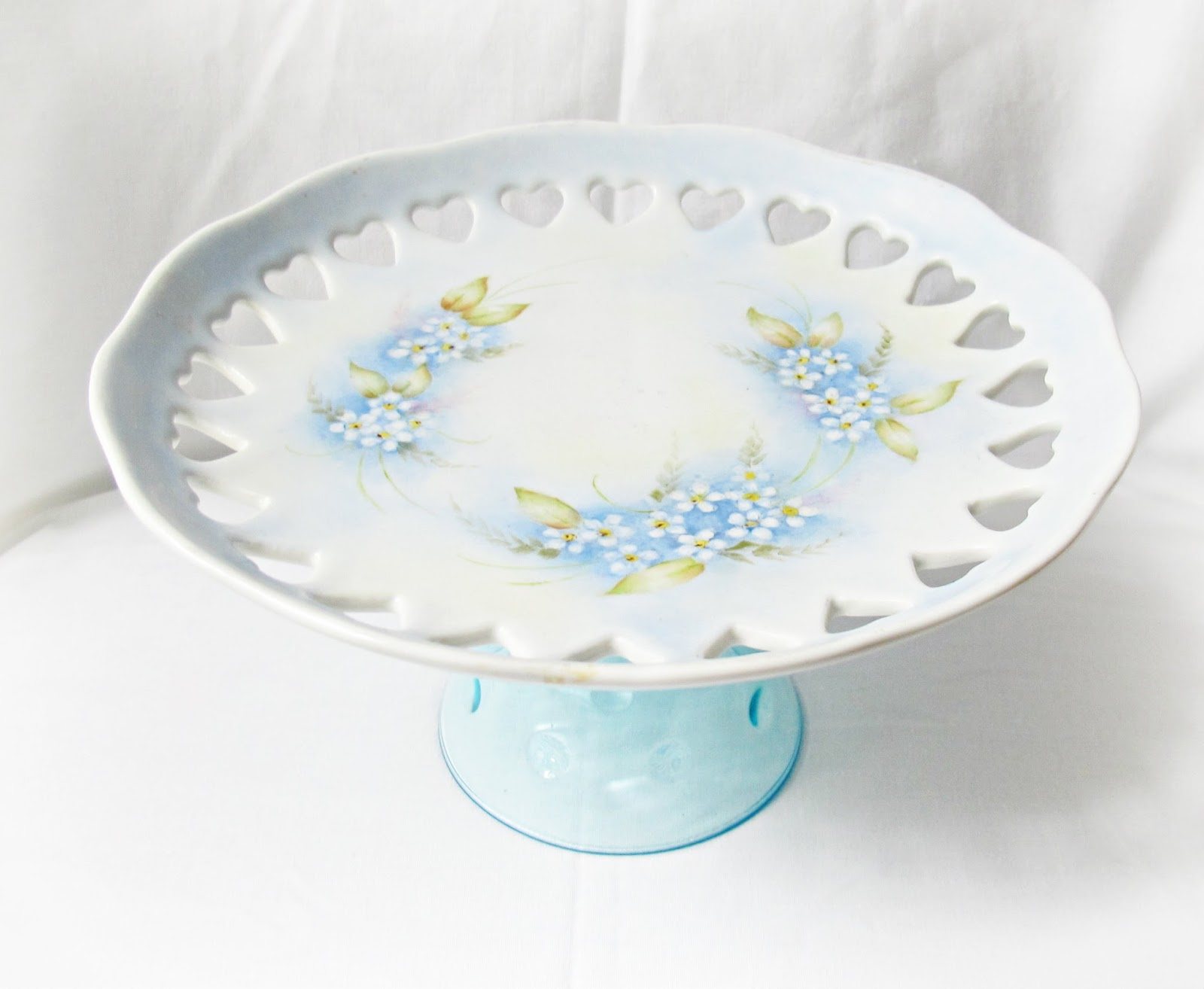 image forget me not hand painted handpainted domum vindemia cake stand dessert blue hearts wedding