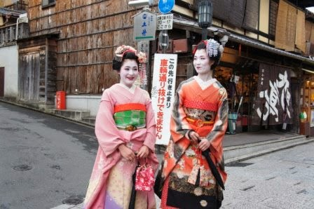 Kyoto - Hostesses from a nearby restaurant