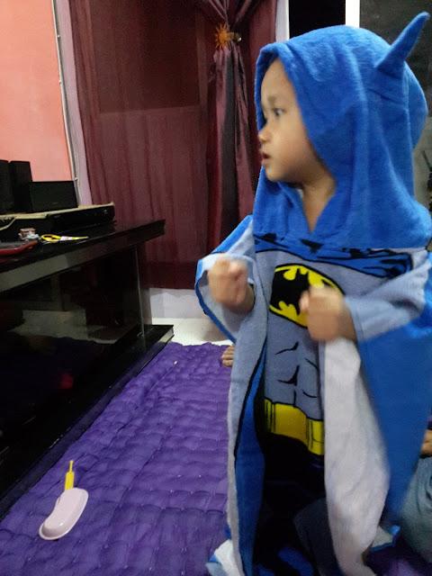 Borong Tuala Anak Character Towel Poncho Infant Batman dan Minions di Sport Direct IOI Mall Putrajaya