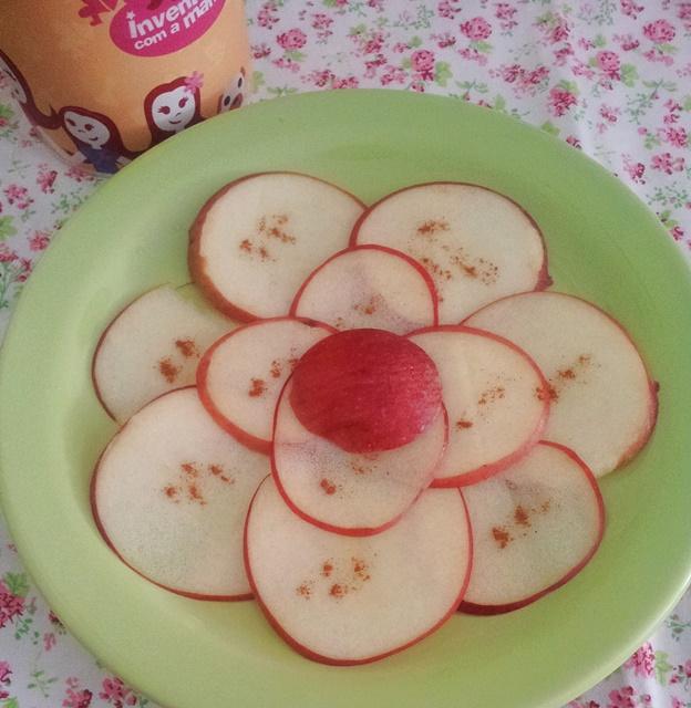 Carpaccio de mação com canela